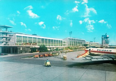 SWISSAIR - 1960S CARAVELLE JET AT VIENNA AIRPORT POSTCARD