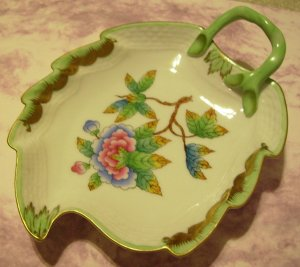Lovely Antique HEREND Hungary Queen Victorian Leaf Dish Nappy