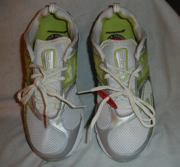 NIB New Balance Women's Walking Shoes  Cardio Walk size 8 D wide  WW743SO Bright Lime Green  NEW!