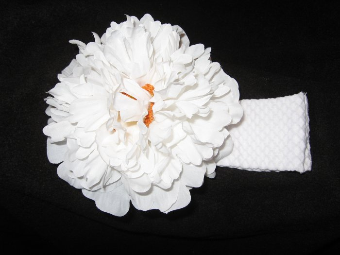 NEW! Extra-Large white flower clippie