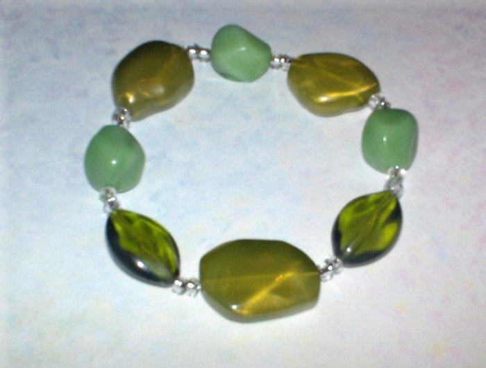 Green plastic bead stretch bracelet