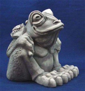 Frog toad gargoyle sculpture