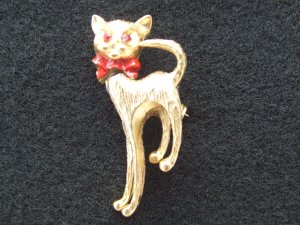 Ruby Eye Cat ANIMAL PIN BROOCH fr Japan  MINT