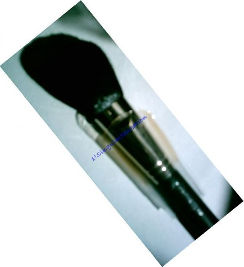 NEW! MAC #150 LARGE PROFESSIONAL FACE/POWDER MAKEUP BRUSH with FREE Pigment Sample