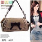 Korean Star Fashion Handbag with Black Ribbon B04001T