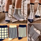 Unisex Casual Cotton Plaid Socks Design Fashion Dress Men Women Socks Simple