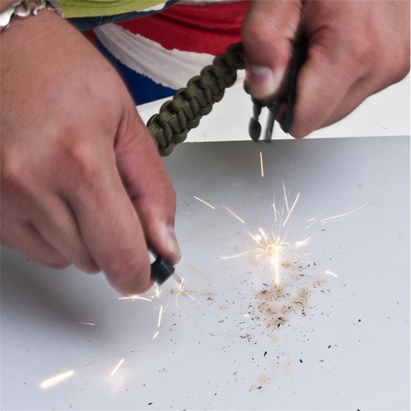 New Outdoor Survival Bracelet Paracord Flint Fire Starter Scraper Whistle Gear