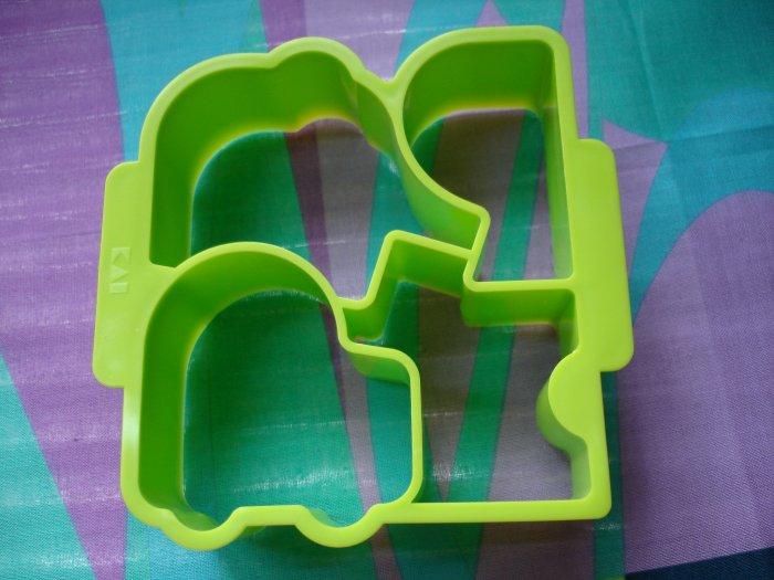4 Design Green Sandwich Cutter