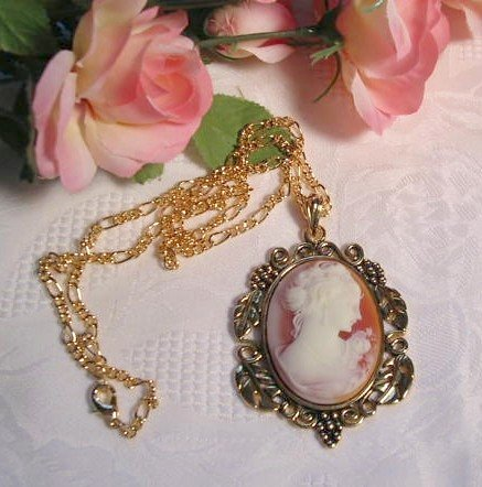 Victorian Antique Style Cameo Pendant Necklace
