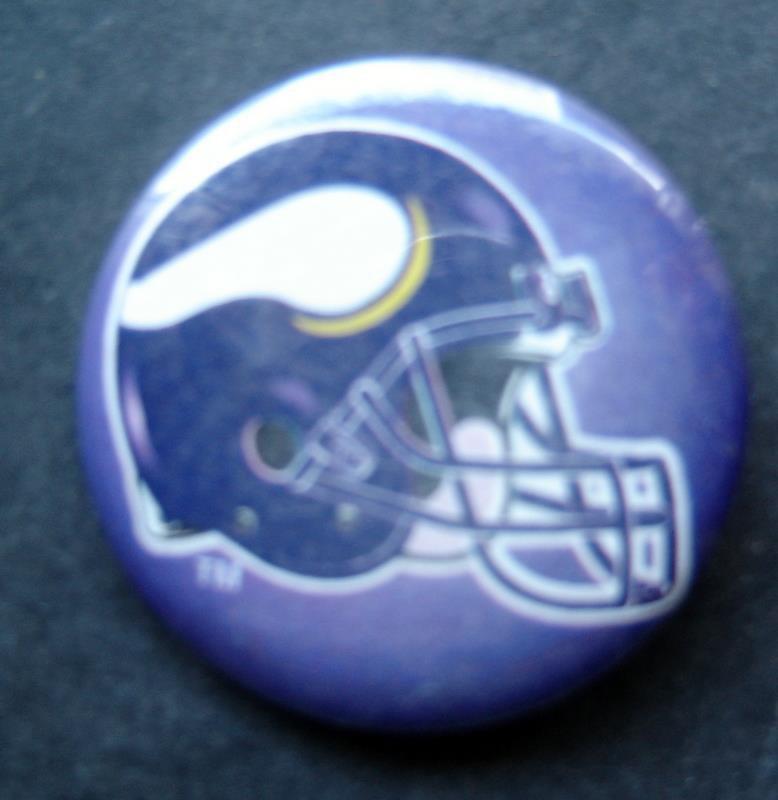 "Minnestoa Vikings Football PIN 1 3/4"" Diameter Helmet Design"