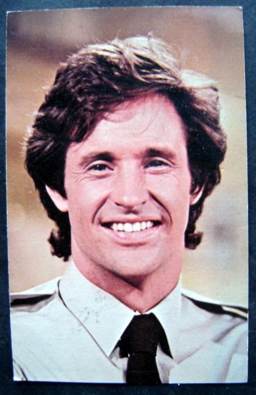 "Airplane Movie Robert Hays ""Ted Striker"" Photo Card 5 x 7 Facsimilie Autograph"