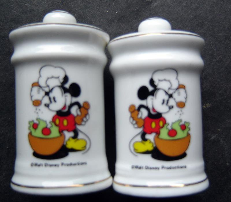 Mickey Mouse Chef Ceramic Salt and Pepper Shakers Walt Disney Productions Japan