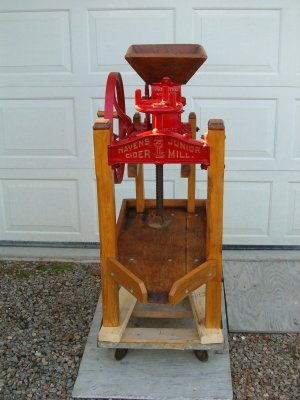 Antique vintage wine press with crusher for Home wine press