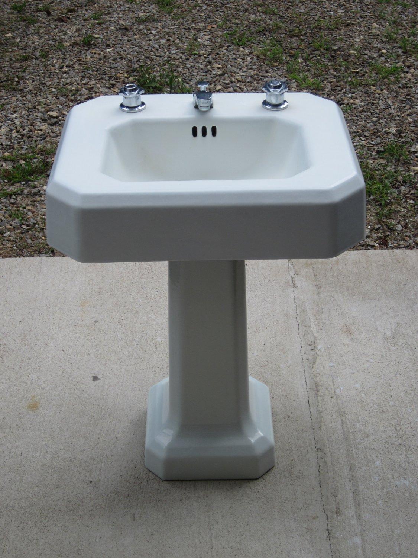 Porcelain Cast Iron Pedestal Sink