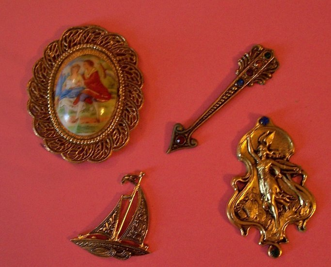 Lot 1 antique jewelry and metal stampings for altered art and crafting