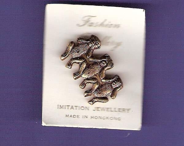3 Monkeys tin toy novelty brooch 1960s vintage mint on card