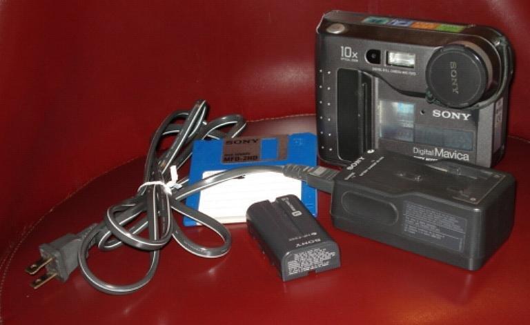 Sony Mavica MVC-FD73 digital camera w/ battery, 3.5 floppy & charger - works great! 10x optical zoom