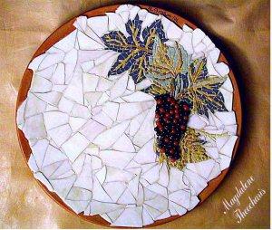 ZEUXIS GRAPES. A DECORATIVE PLATE