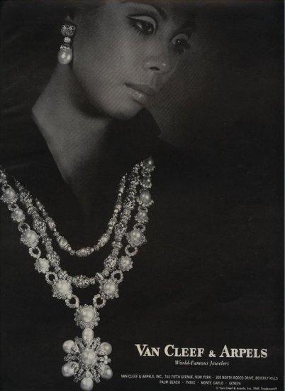 Vintage 1969 Van Cleef & Arpels World Famous Jewelers AD
