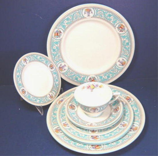 ROYAL DOULTON ENGLAND SOMERSET CHINA CUP SAUCER DINNER PLATE SALAD PLATES BREAD BUTTER DISH 9 PIECES