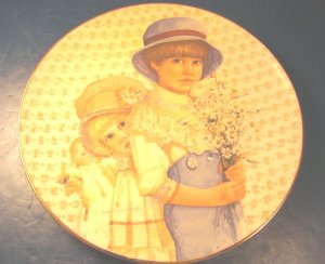 1980 JAN HAGARA DAISIES FROM JIMMY PLATE OLD FASHIONED MOTHER'S DAY SERIES CARSON MINT PORCELAIN