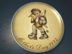 1972 MOTHER�S DAY PLATE SISTER BERTA HUMMEL WEST GERMANY SCHMID BROS. CHINA COLLECTOR DISH, BOX