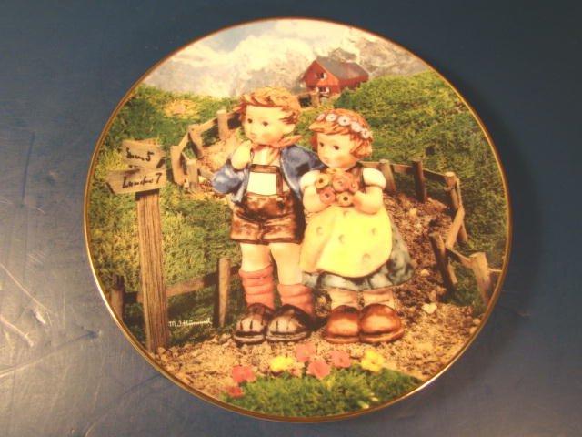 Country Crossroads plate Goebel Little Companions M. J. M. I. Hummel 1992 Danbury Mint box COA