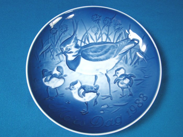 1988 Mother's Day B&G Bing and Grondahl Mors Dag plate Copenhagen Denmark blue white peewit birds