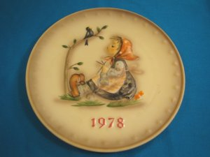 1978 M. J. Hummel Goebel collector plate Happy Pastime girl # 271 8th Annual W. Germany porcelain