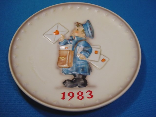 1983 M. J. Hummel Goebel The Postman mailman collector plate # 276 13th Annual W. Germany porcelain
