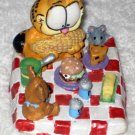Garfield the Cat Resin Figurine Topper Lid Tabletop Mouse Teddy Bear Food