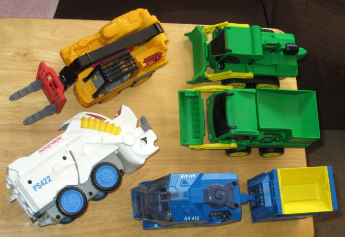 Rokenbok Building Systems RC Vehicle Lot Forklift Loader Dozer Monorail Freighter Power Sweeper