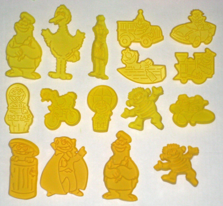 SOLD Sesame Street Wilton Cookie Cutters 16 Big Bird Ernie Bert Cookie Monster Oscar Grouch Count