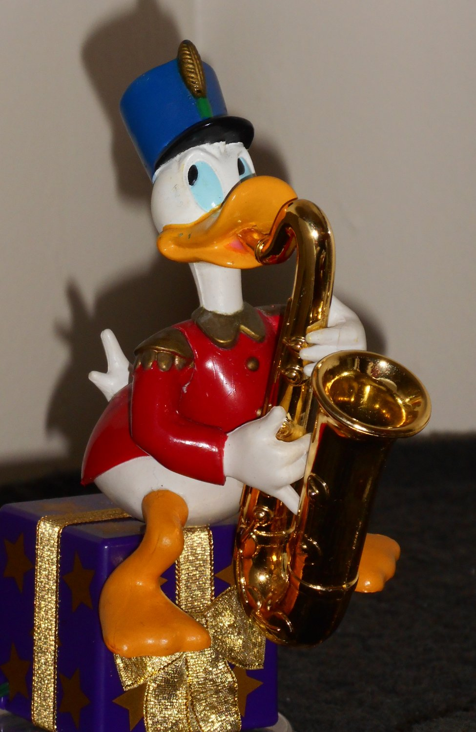 Sold Out Saxophone Playing Donald Duck Figure Mr Christmas