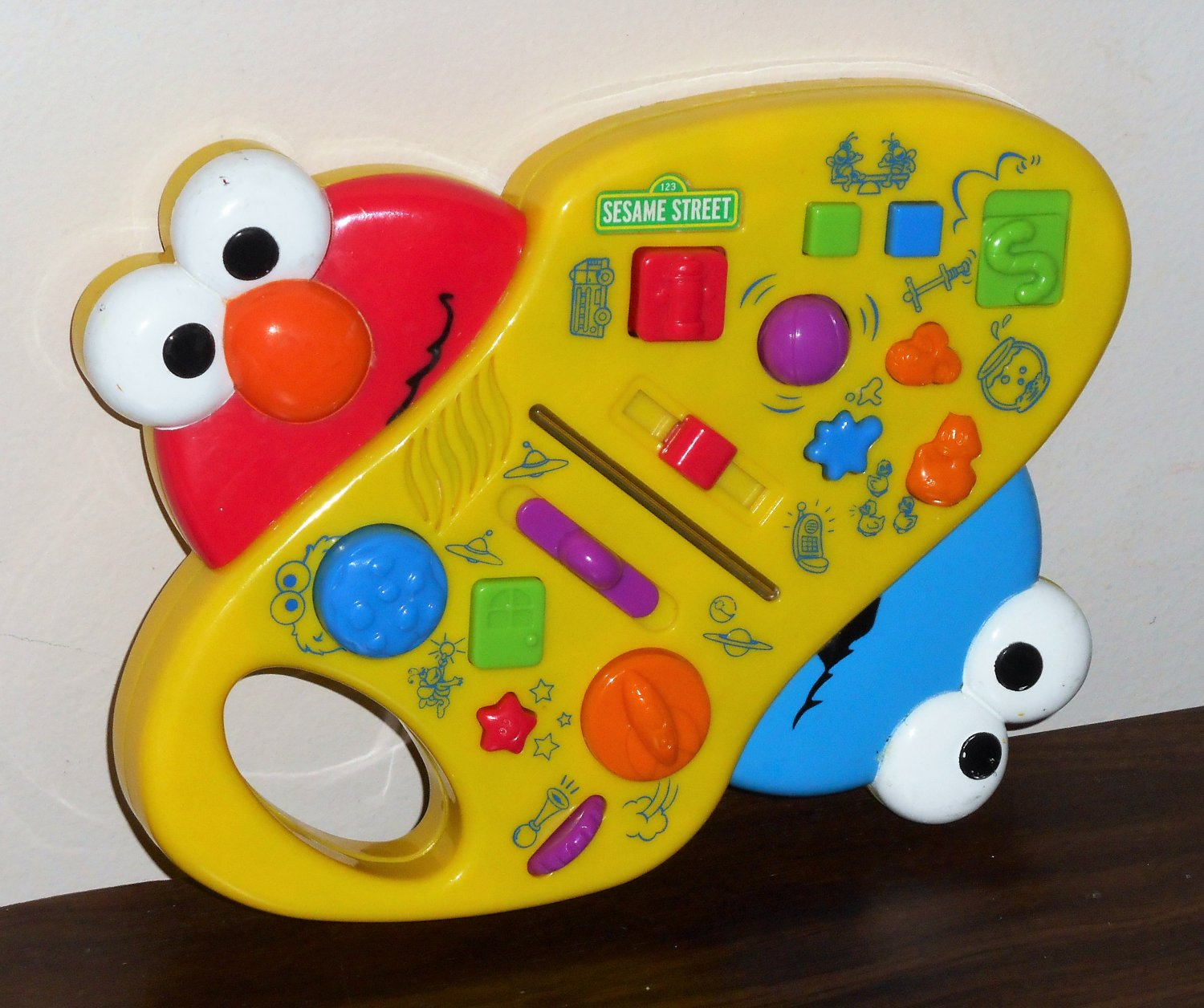 Giggle Sound Station Surprise Sesame Street Elmo Cookie Monster B9029 Electronic
