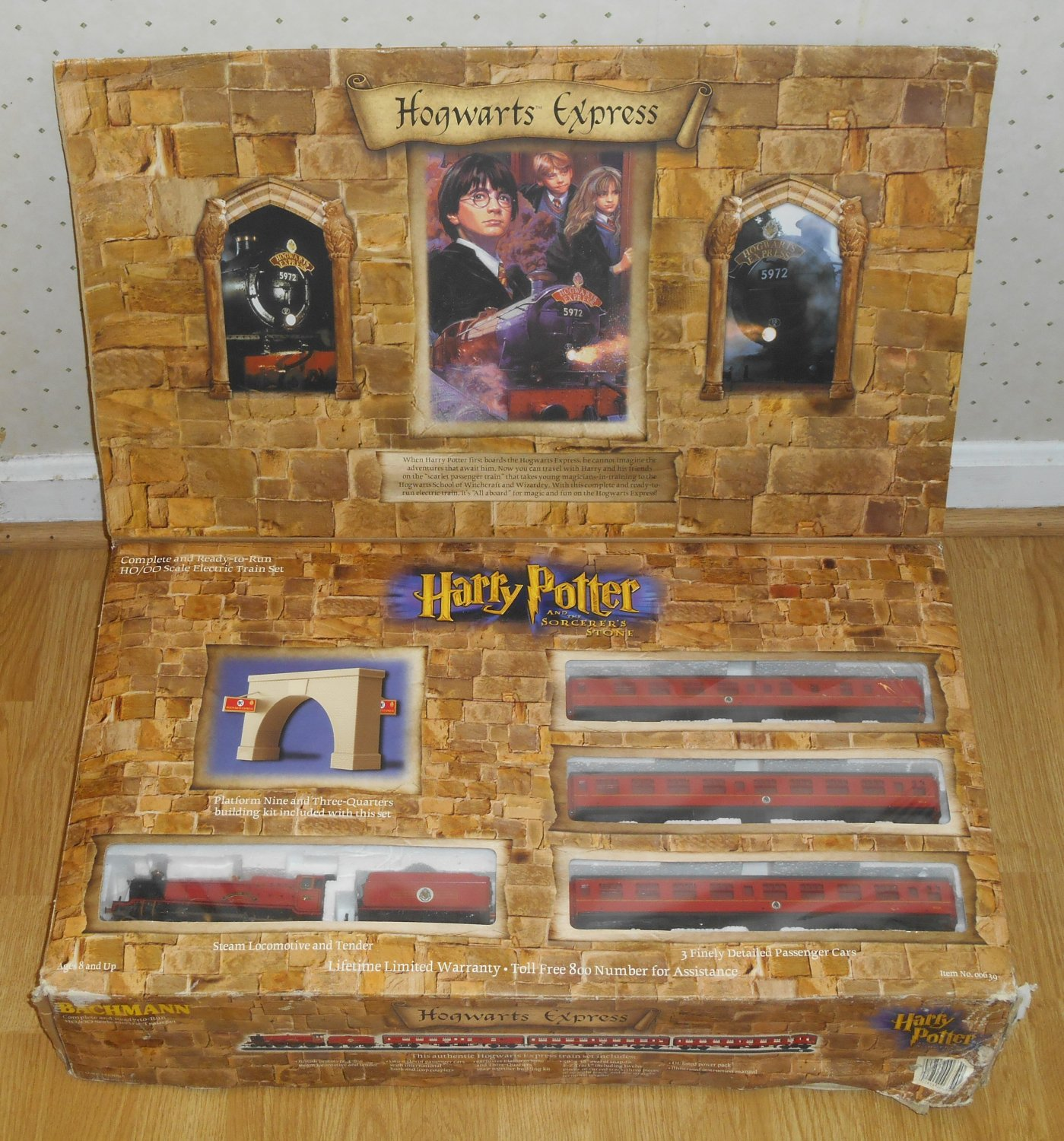 Hogwarts Express Bachmann 00639 HO/OO Scale Electric Train Harry Potter and the Sorcerer's Stone