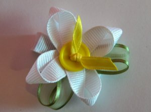 Spring Flower hair bow clippie ... Choose  form 6 beatiful colors....