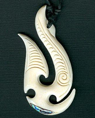 NEW ZEALAND MAORI STYLE BONE PENDANT HEI-MATAU (REFNBC16)