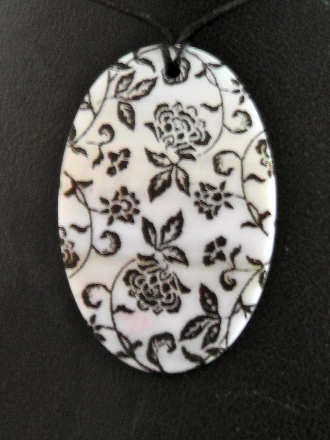 STUNNING HANDPAINTED MOTHER OF PEARL PENDANT