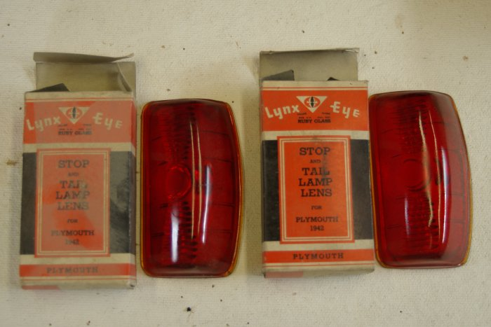 1942 PLYMOUTH Tail Lamp Lens (taillight) Lynx Eye T-371