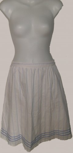 Size 6 white Tommy Hilfiger Skirt W/O tags.