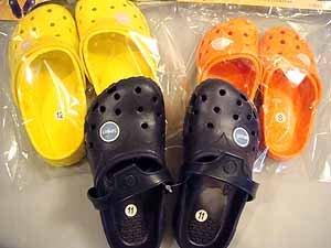 """kona"" kids clogs  solid color wholesale lot of 12 sizes 6-13"