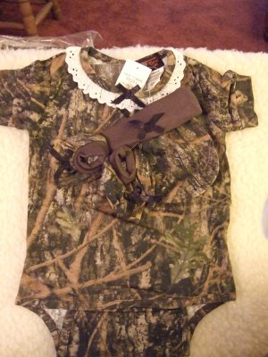 Girl's Camoflage Infants Onesie Gift Set 3-6 Months NWT