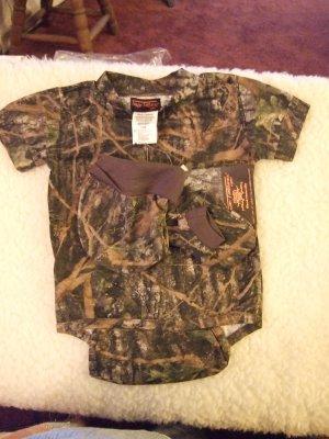 Boy's Camoflage Infants Onesie Gift Set 3-6 Months NWT