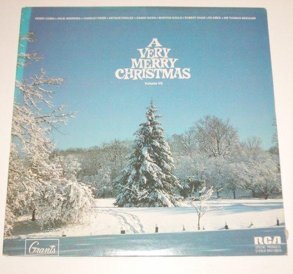 A Very Merry Christmas Volume VII 33 RPM Vinyl LP Julie Andrews, Charley Pride, et al 1973
