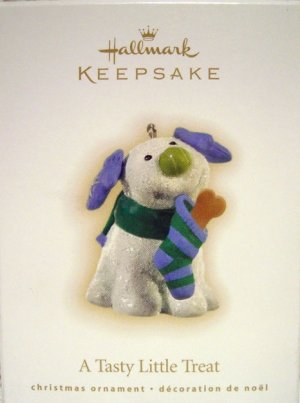 Hallmark Keepsake Christmas Ornament 2009 A Tasty Little Treat Puppy Dog GB ~*~