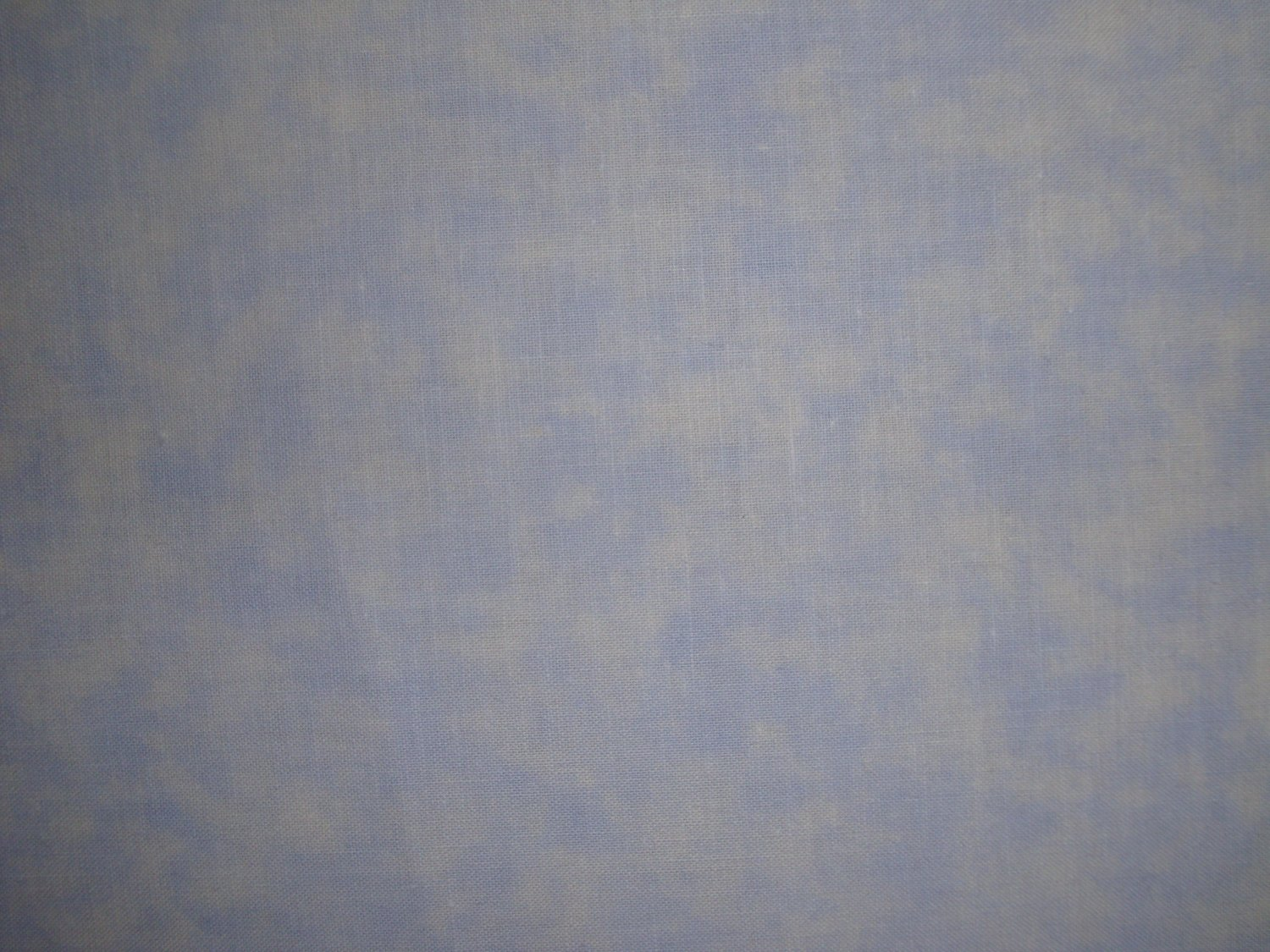 F8 Santee Blender Mottled Light Baby Blue Cotton Quilt Fabric Fat Eighth F8th