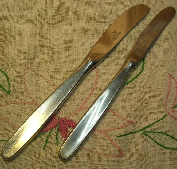 BERNDORF SWING 2 PLACE KNIVES STAINLESS FLATWARE SILVERWARE
