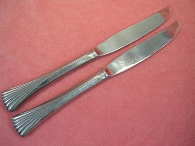 ONEIDA MELBOURNE ROUSSEAU 2 KNIVES NORTHLAND STAINLESS FLATWARE SILVERWARE