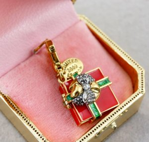 Juicy Couture 2009 Limited Edition Present Charm